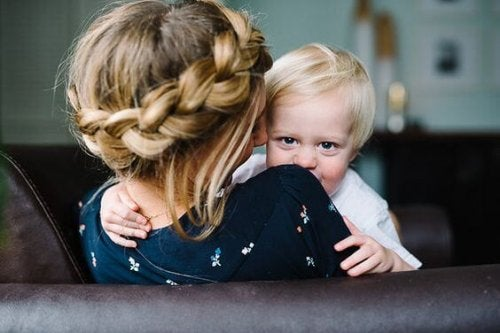 Cada madre crea un manual para criar a su hijo