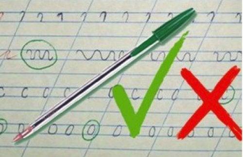 El método del bolígrafo verde para reforzar a los niños