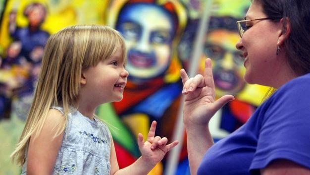 Aprende sobre el lenguaje de signos