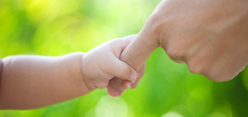 Emprender la maternidad, transitar un camino lleno de manchas