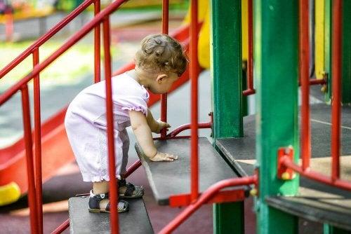 La práctica de actividades en gimnasios y parques para bebés posee beneficios garantizados.
