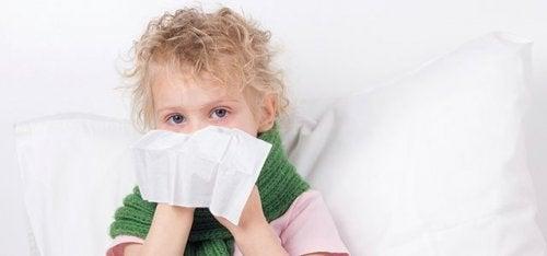 Los resfriados son una fuente frecuente de congestión nasal en niños.