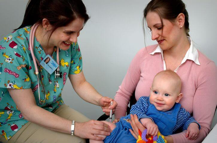 Cómo son las primeras vacunas del bebé