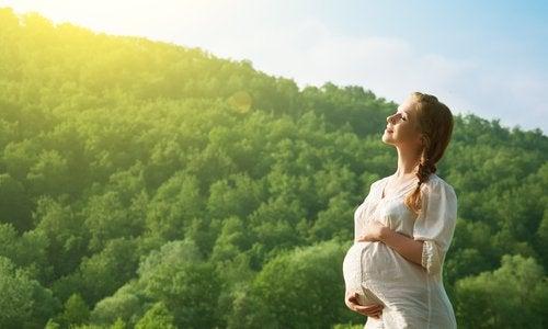 3 beneficios del pensamiento positivo en el embarazo