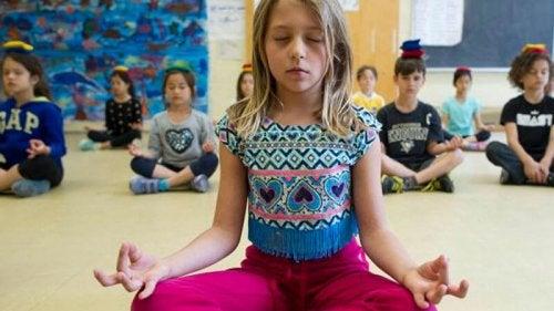 Una escuela con meditación y sin castigos, ¡conócela!