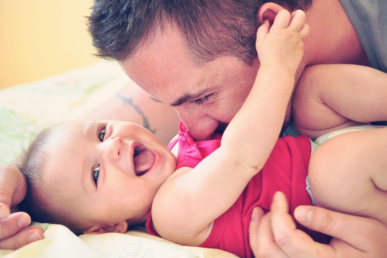 Mi padre también me cura heridas con besos y me canta nanas