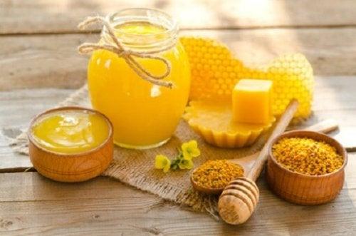 El propóleo, una sustancia producida por las abejas.