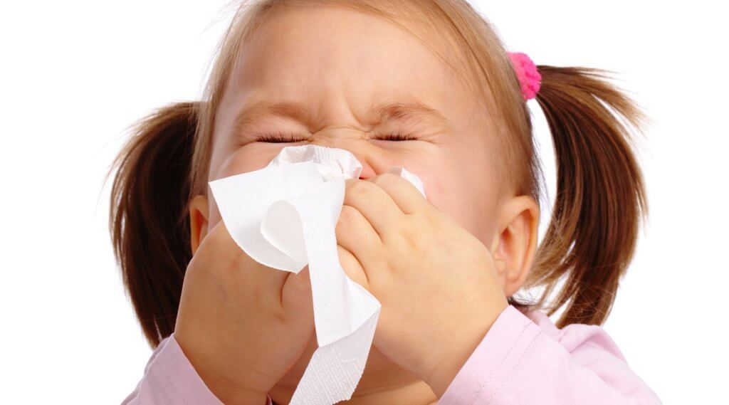 Trucos para mantener alejado a tu hijo de los resfriados