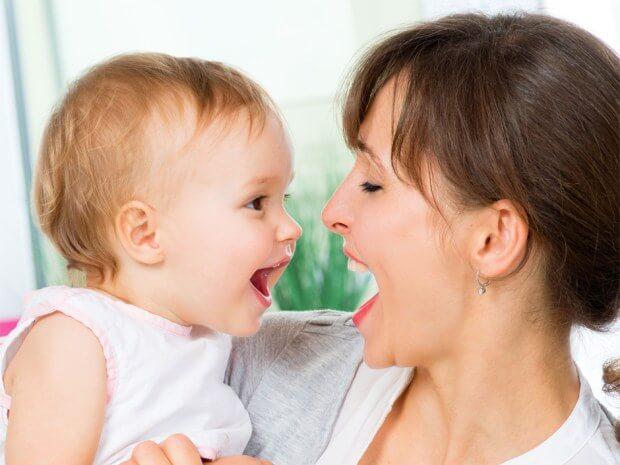Hablar a tu bebé le hará tener mejores resultados en la escuela