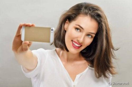 Las redes sociales presionan a las mujeres para que se vean perfectas
