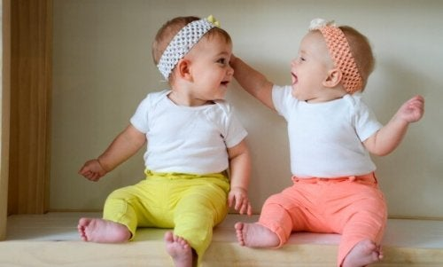 bebes-gemelos-mellizos-vestir-igual