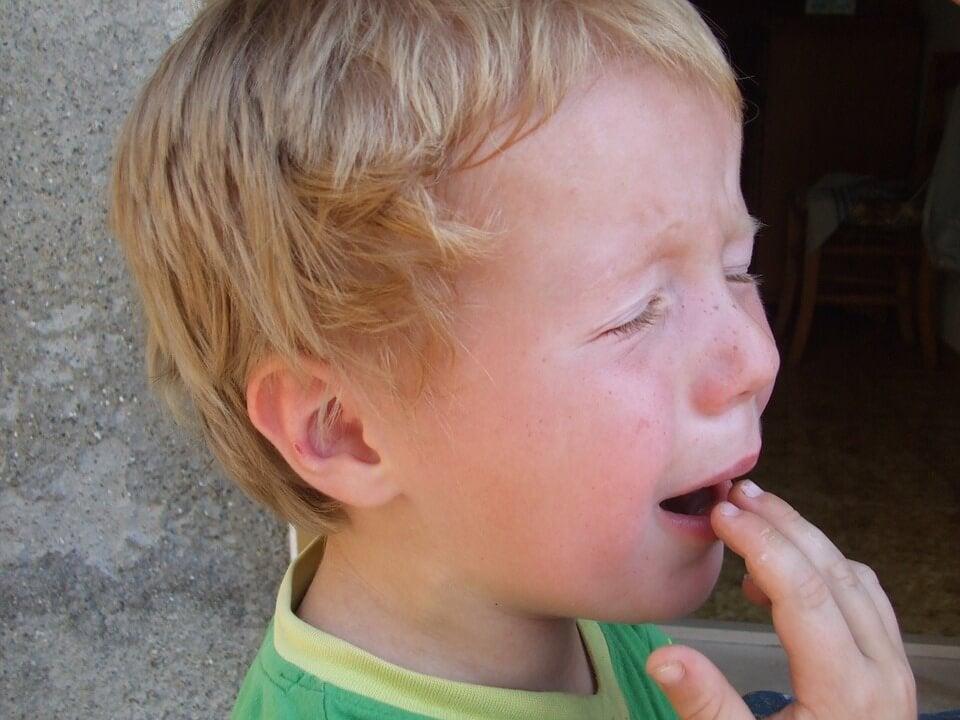 Cómo reaccionar si tu hijo se da un golpe