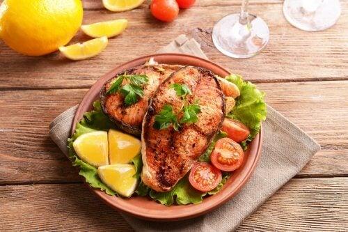 El pescado azul es uno de los mejores alimentos para el cerebro.