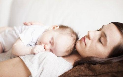 Cuando te duermes en mis brazos soy feliz