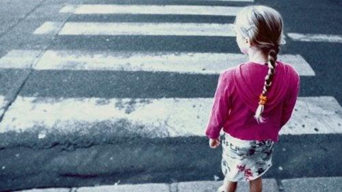 Enseña a tu hijo a andar seguro en la calle