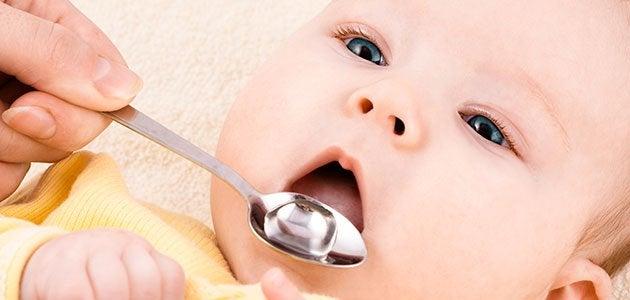 Nunca se debe automedicar a los niños, así como tampoco a los bebés.