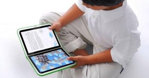 Enseña a tu hijo en contacto con la realidad, no solo a través de pantallas