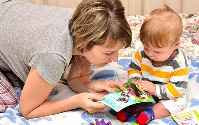 ¡Hora del cuento! Consejos para leer a menores de 3 años