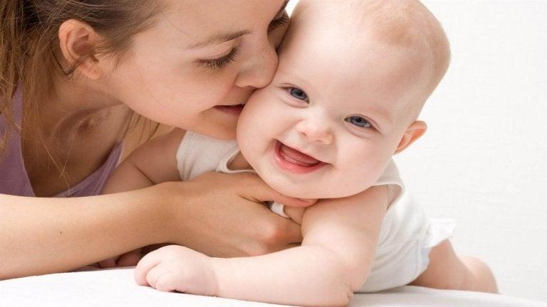 El mejor juguete de tu bebé: la voz de mamá y papá