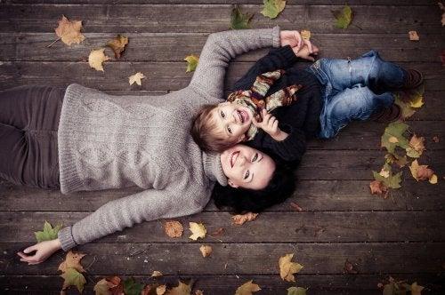 La relación madre-hijo es el objeto del complejo de Edipo.