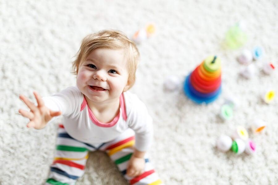 Ejercicios y actividades para enseñar al bebé a sentarse