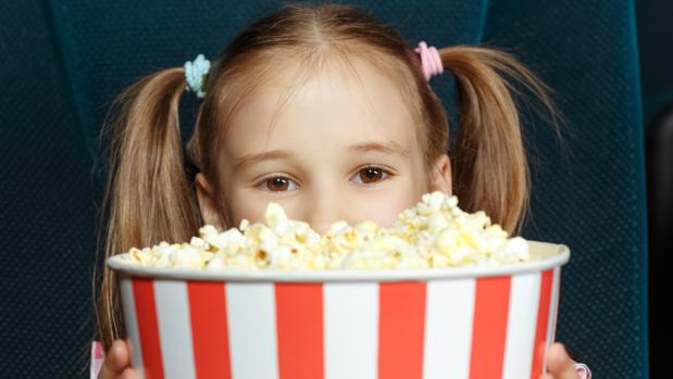 El cine casero es una de las actividades en familia preferidas