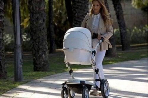 Primera salida del bebé a la calle.
