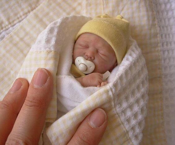 bebe reborn arropado