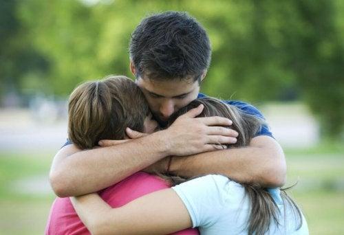 Los padres también deben pedir perdón a sus hijos, ya que es un importante valor para el resto de sus vidas.