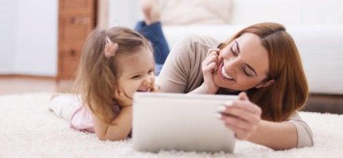 Nuevos consejos para el uso de tablets y teléfonos móviles por los niños