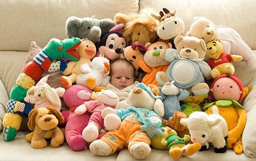 5 consejos para no pasarse de regalos con los niños