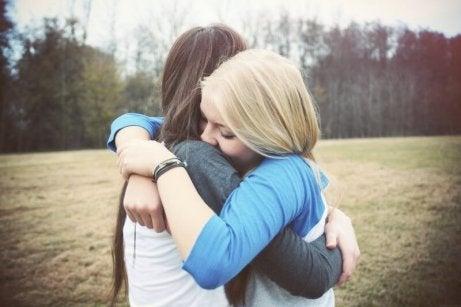 Nadie da los abrazos como mi hermana mayor