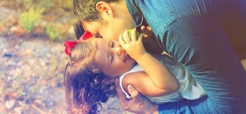 Por qué a veces prefiere estar con papá o con mamá