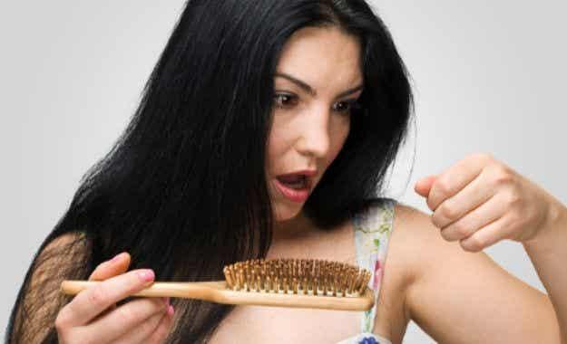 Consejos para prevenir la caída del cabello durante la lactancia