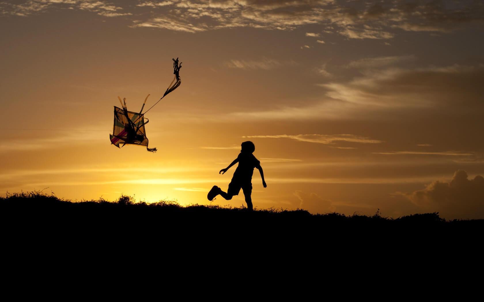 Volar una cometa puede ayudar a tu hijo a sentirse libre