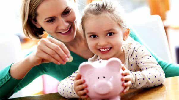 Pequeños consejos de economía doméstica con niños en casa