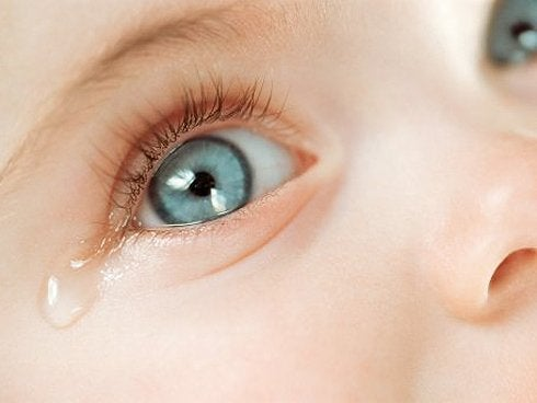 Como limpiar el ojo de un bebe con conjuntivitis