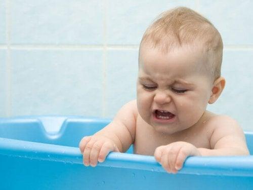 Mi hijo está en la etapa en la que no se quiere bañar