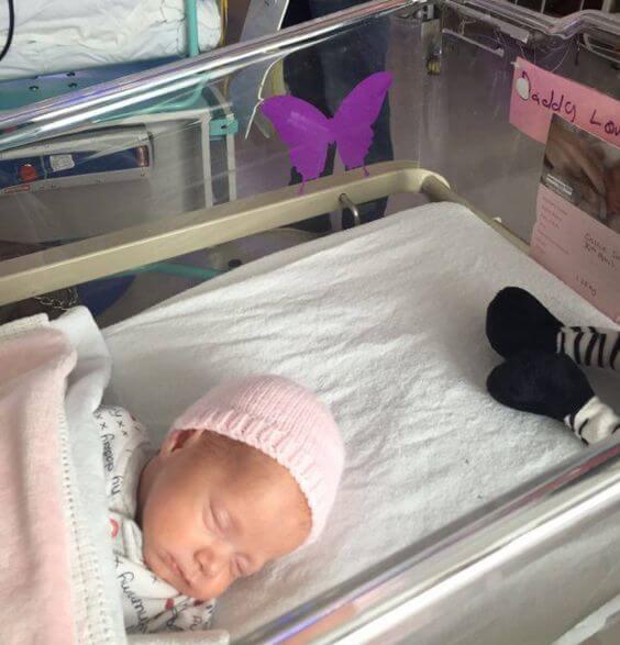 ¿Qué significa una mariposa lila en la cuna de un bebé?