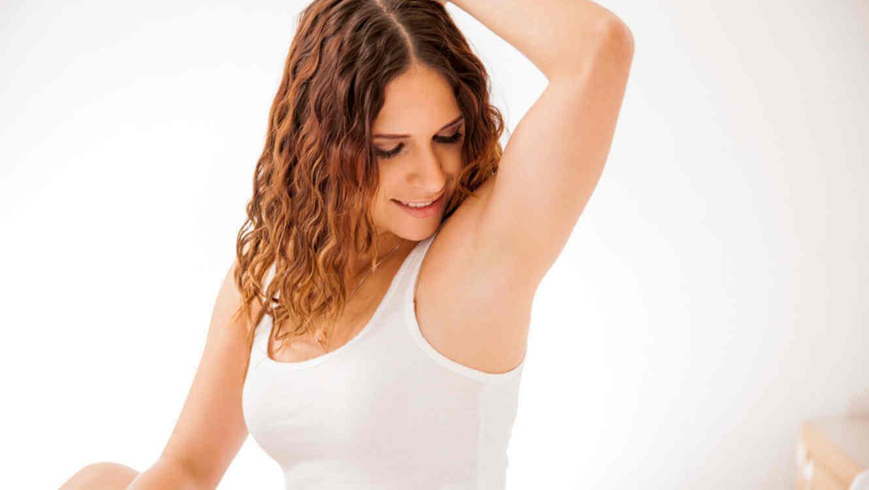 ¿Cómo eliminar las manchas de las axilas después del parto?
