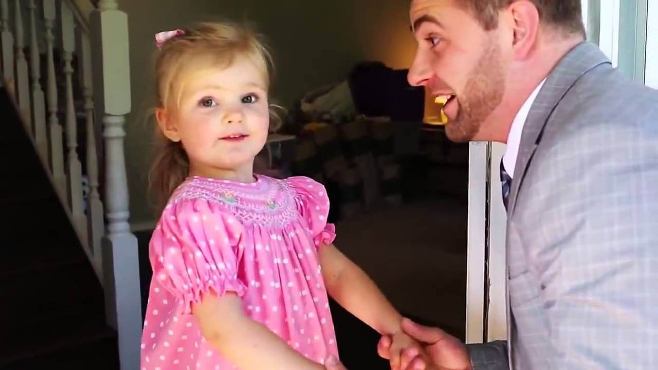 El precioso vídeo de la primera cita de una niña con su padre