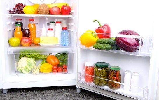 Para controlar los antojos, evita comprar alimentos poco saludables.