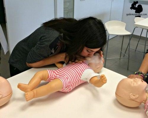 ¡Importante! Cómo salvar la vida de tu hijo si de repente deja de respirar!