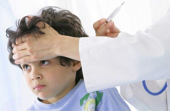 Auscultation médicale pédiatrique.