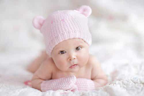 Qué ropa comprar a tu bebé recién nacido