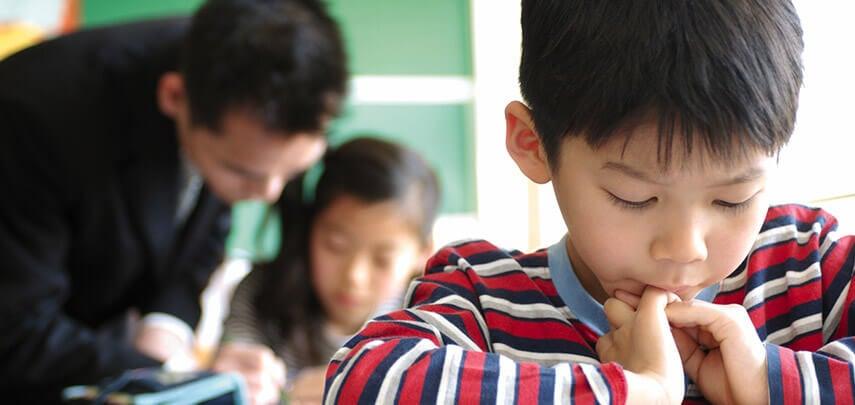 Des enfants japonais en classe