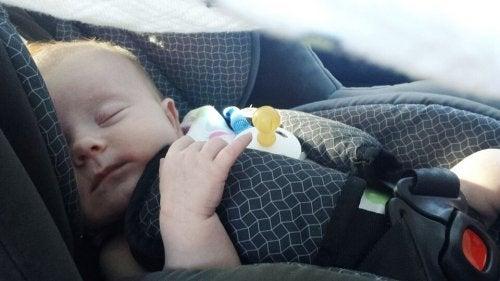 A la hora de elegir regalos para recién nacidos, las sillas para el coche son una excelente opción.