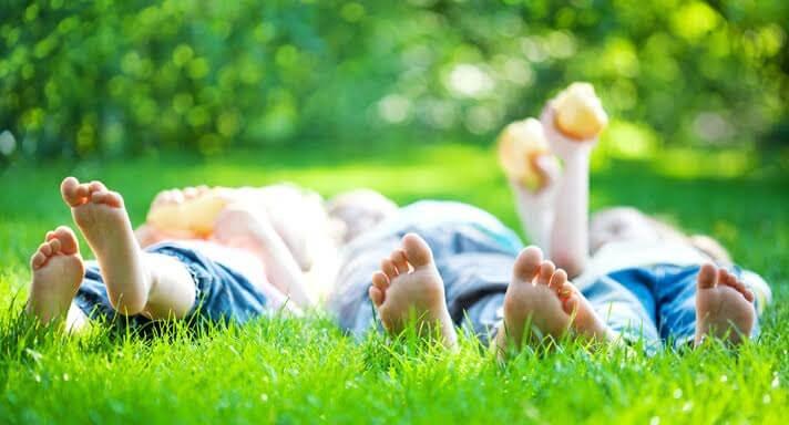 Jugar al aire libre es clave para tu hijo