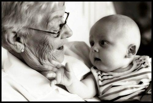 7 consejos de la abuela que no funcionan con los bebés