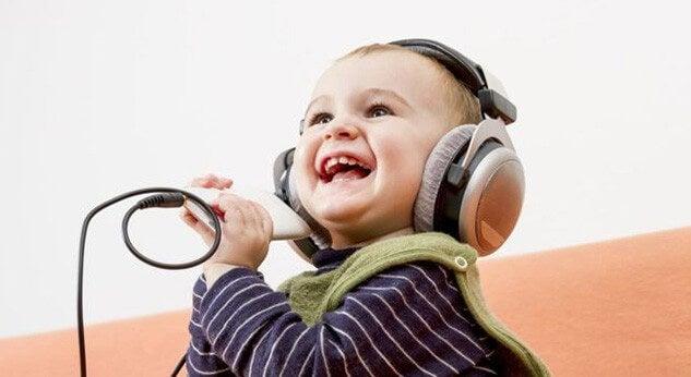 4 cosas que se aprenden de los niños felices
